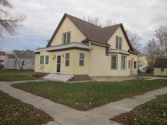 310 3rd St, Albert City, IA IA $89,900